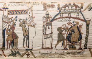 Tapisserie de Bayeux - Scène 32 : des hommes observent la comète de Halley - Scène 33 : Harold dans son palais de Westminster